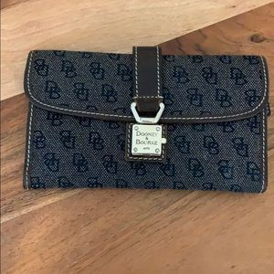 Authentic dooney and bourke wallet (used)